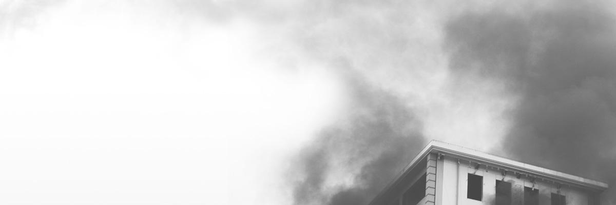 diseño y al montaje de sistemas de control para favorecer los trayectos de evacuación libres de humos.
